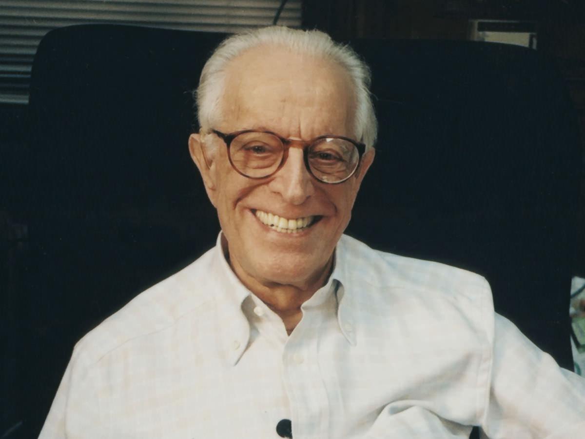 Albert Ellis: psicólogo que desarrolló la terapia racional emotiva conductual, cuya aplicación al síndrome de Asperger se ha extendido.